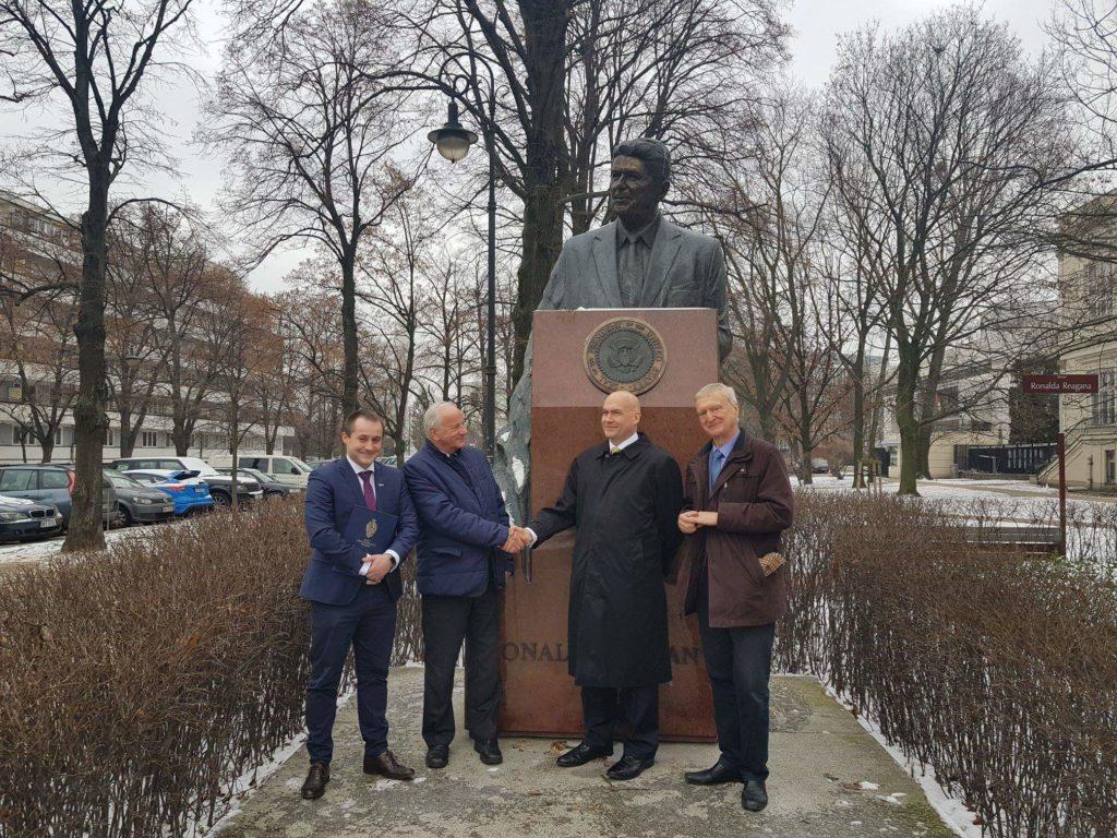 Spotkanie z przedstawicielem Ambasady Stanów Zjednoczonych USA i wręczenie apelu - inicjatywy wysłania Polaka w kosmos
